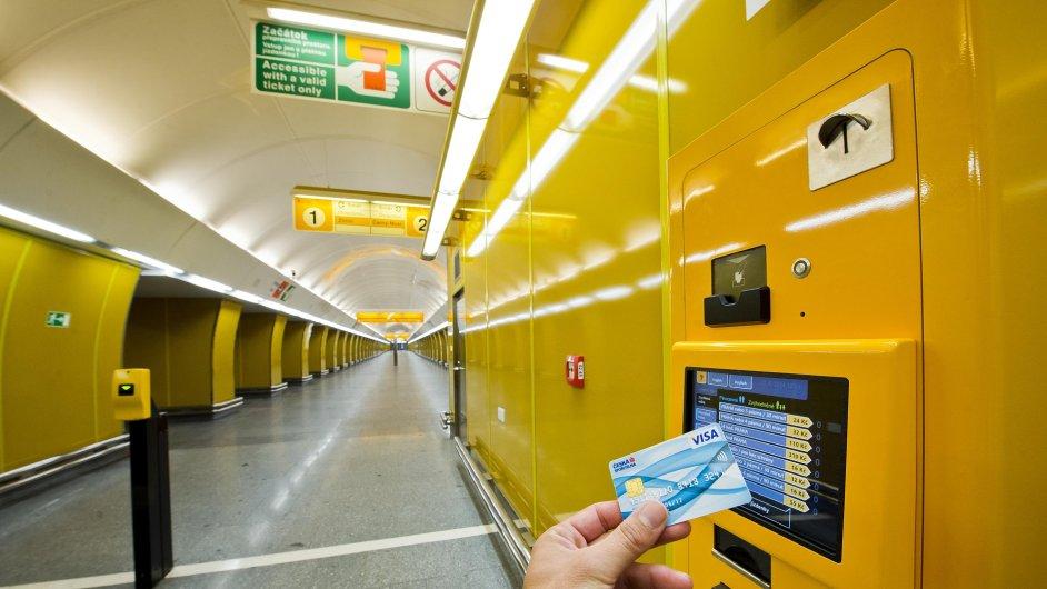 Na Národní třídě půjde platit jízdenky kartou.