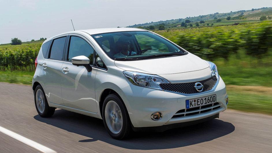 Nissan Note oproti dřívějšku prokoukl. Sportovnější tvary a nový design mu sluší.