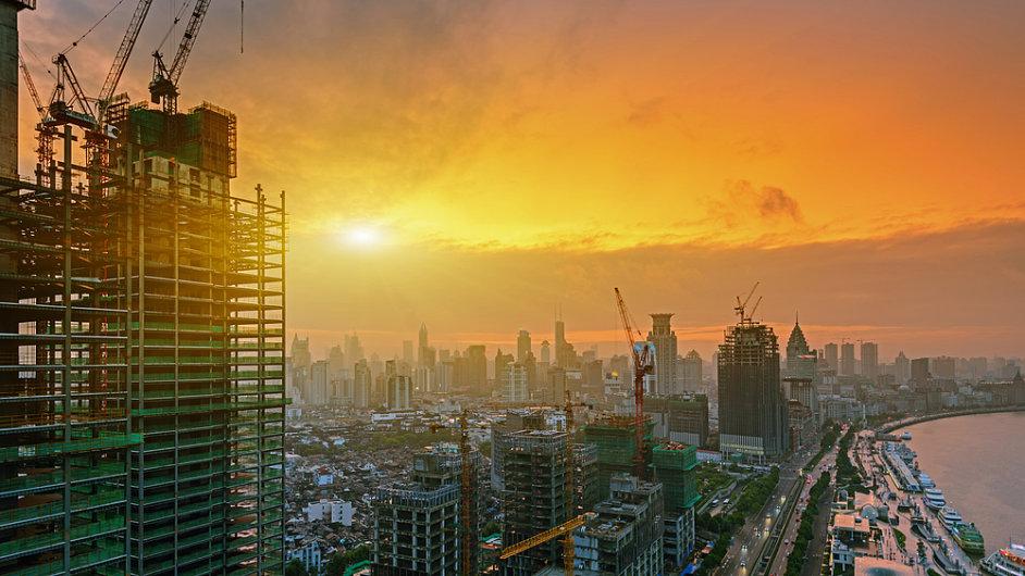 Čínská ekonomika je podle Boba Davise poháněná realitní bublinou. (Ilustrační foto ze Šanghaje)
