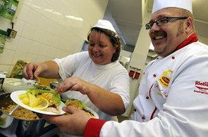 Školní jídelny se mění. Inspektoři si posvítí na to, kdo a co v nich vaří