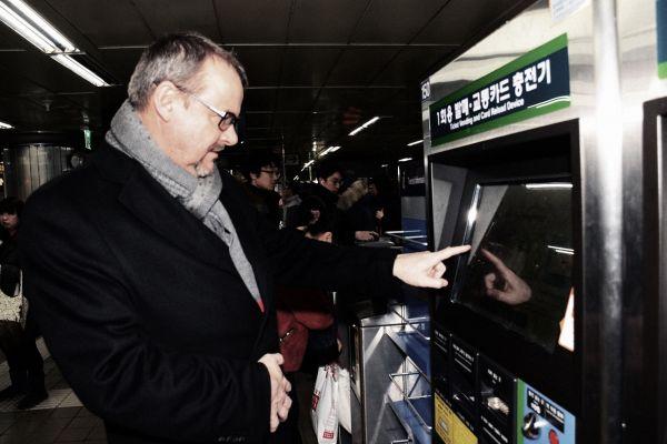 Ministr Ťok při návštěvě Jižní Koreje.