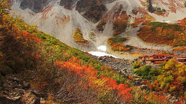Japonsk� v�e� pro hory: Z m�st a mal�ch byt� se vyd�vaj� na t�ry