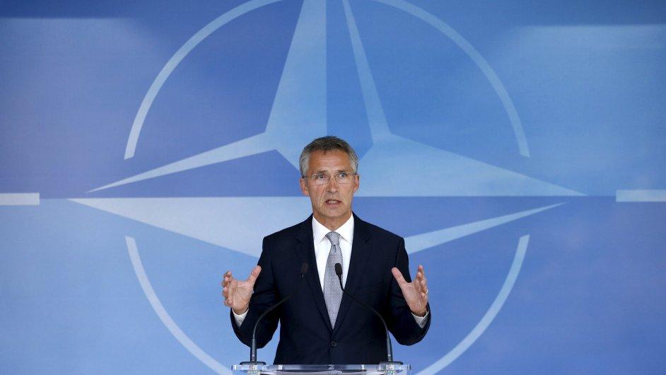 Ruské útoky v Sýrii podkopávají snahu o mírový proces, říká generální tajemník NATO Stoltenberg.