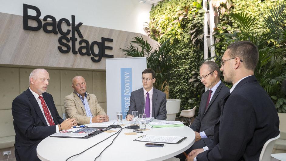 O alternativních palivech diskutovali (zleva) Jindřich Kotyza (Linde Material Handling), Hugo Kysilka (Vemex), Jan Barchánek (DPP) a Eduard Muřický (ministerstvo průmyslu a obchodu).