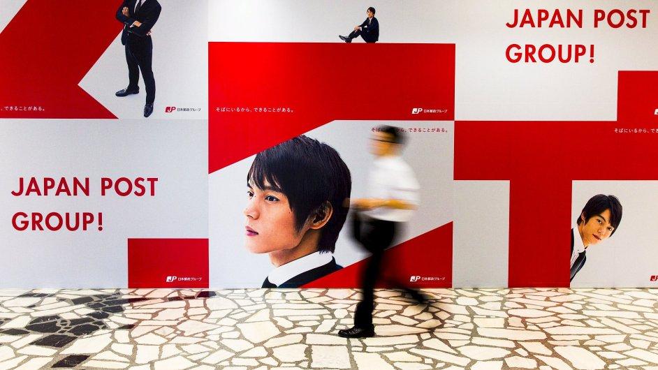 Reklamní panel v ústředí Japan Post v Tokiu.