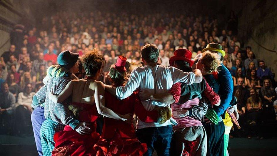 Představení nazvané La Putyka de luxe trvá 75 minut.