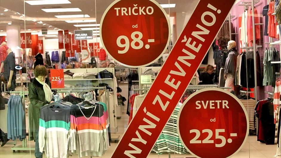 Slevy v obchodech - ilustrační foto