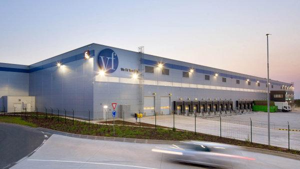 Na největším realitním obchodu – prodeji P3 Logistic Parks – se podílely firmy White & Case i Dentons.