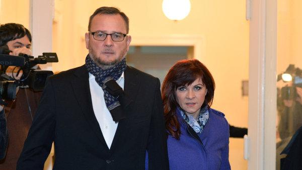 Někdejší šéfka premiérova kabinetu Jana Nečasová s expremiérem Petrem Nečasem.