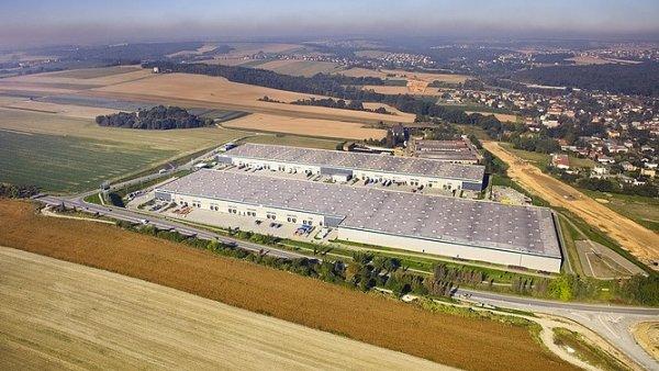 Investiční skupina CBRE koupila dva logistické parky u Plzně za rekordní částku přes dvě a půl miliardy korun - Ilustrační foto.