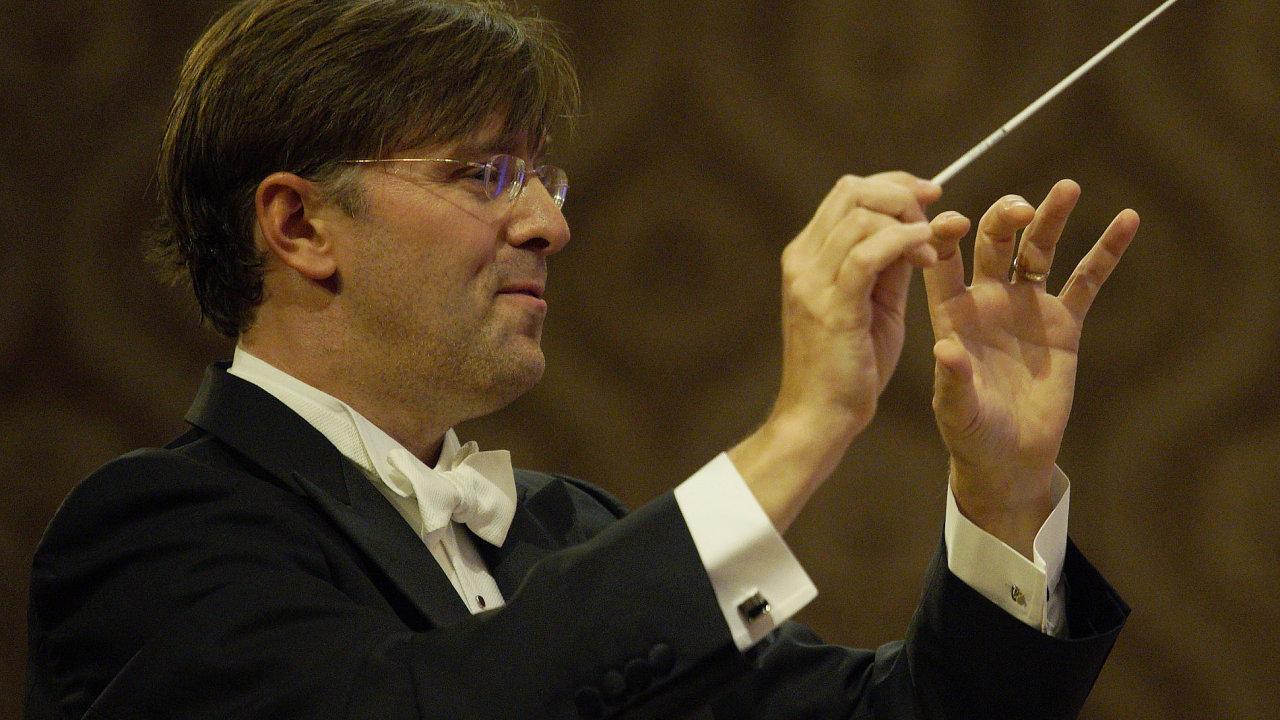 Na snímku ze závěrečného koncertu Dvořákovy Prahy je dirigent Tomáš Netopil.