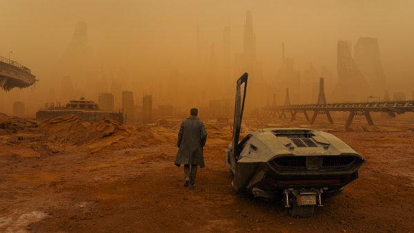 Pokračování sci-fi filmu Blade Runner z roku 1982 od uplynulého čtvrtka promítají také česká kina.