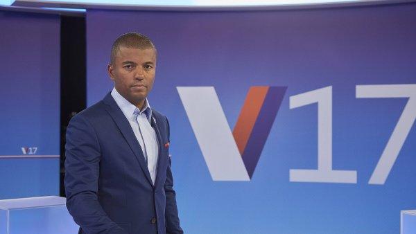 Rey Koranteng ve volebním studiu TV Nova
