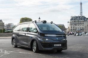 V Paříži se představilo robotaxi bez řidiče. Do provozu se dostane v polovině roku 2018