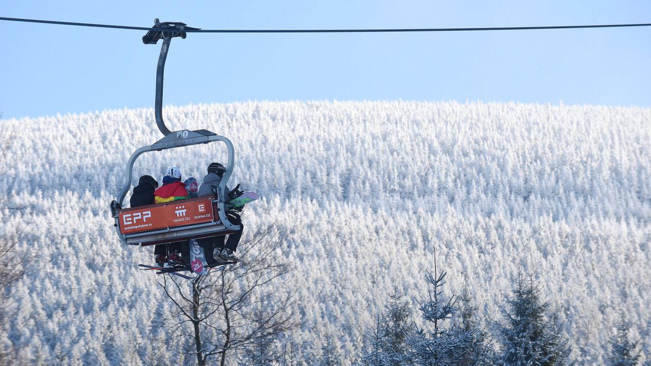 Pokud některé menší areály skončí, půjde spíše o důsledek obecného trendu, který je například patrný i v Alpách, a sice, že lyžaři se stěhují do středisek s nabídkou více kilometrů sjezdovek.