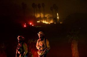 V Kalifornii platí poprvé v historii nejvyšší stupeň požárního ohrožení. 200 tisíc lidí muselo opustit své domovy