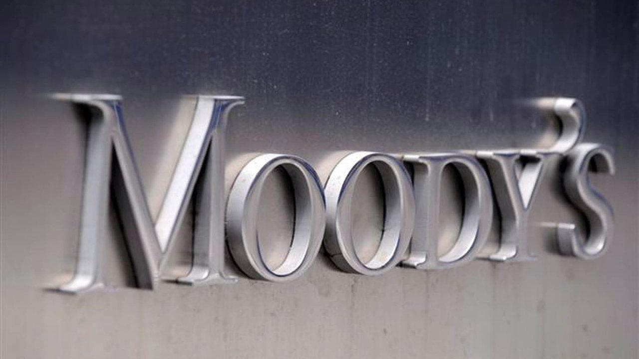 Agentura Moody's také varovala, že nedostatek pracovních sil a rychlý růst mezd by mohly v krátkodobém horizontu ovlivnit konkurenceschopnost.
