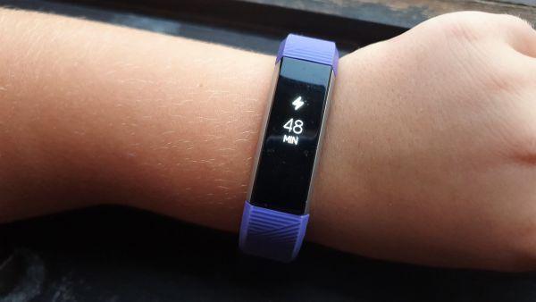"""Fitbit Ace láká děti na """"dospělý"""" design"""