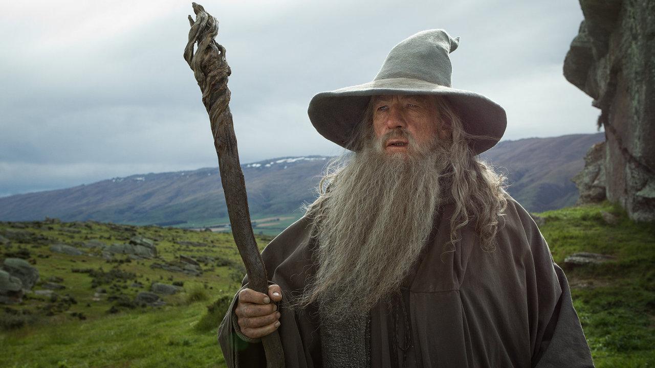 Gandalf McKellen se vrátí 12. prosince ve filmu Hobit: Šmakova dračí poušť