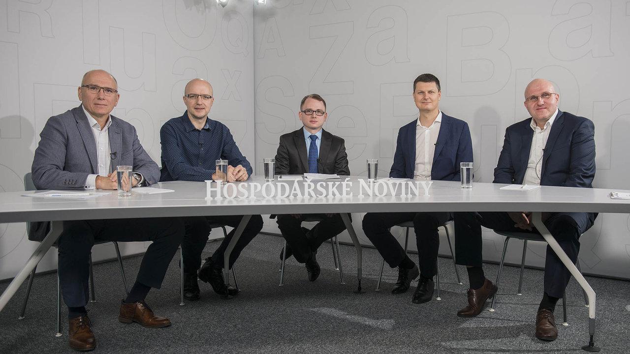 Konference HN se zúčastnili (zleva) Dalibor Kačmář, Petr Šrámek, moderátor Filip Sýkora, Jan Antoš aVladimír Kulla.