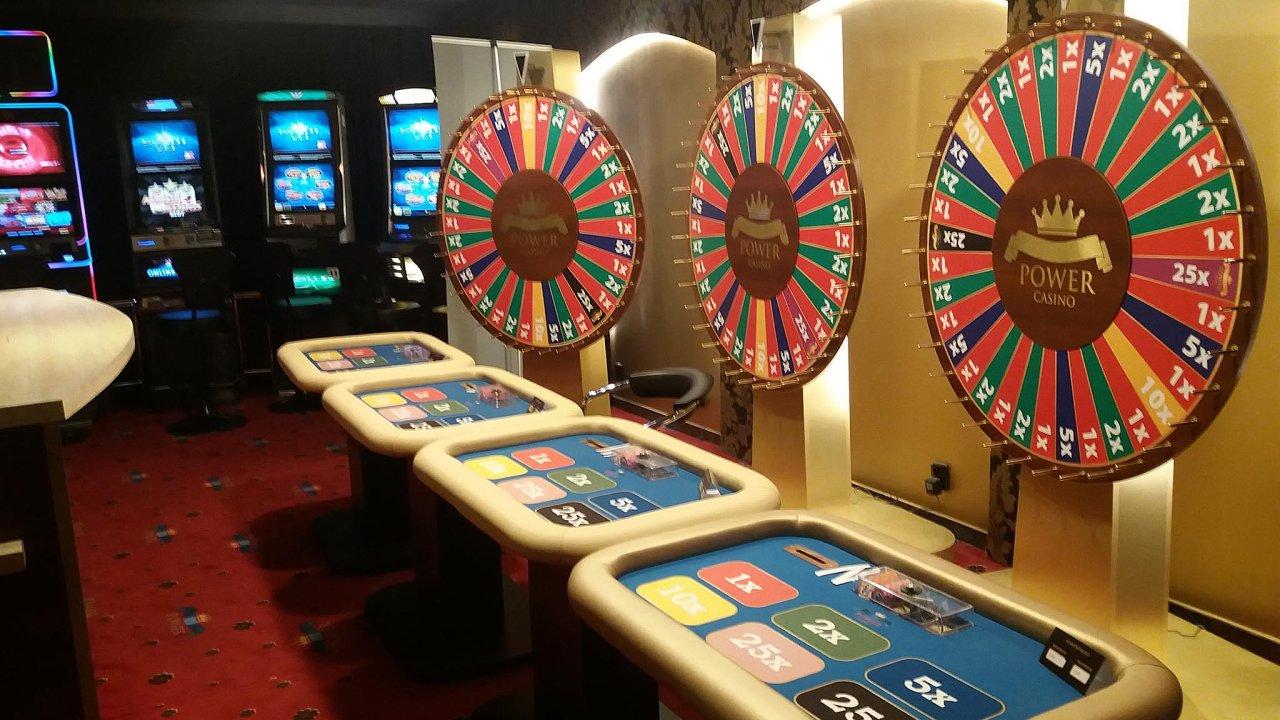 Vtakzvaném kasinu suplují roli krupiéra