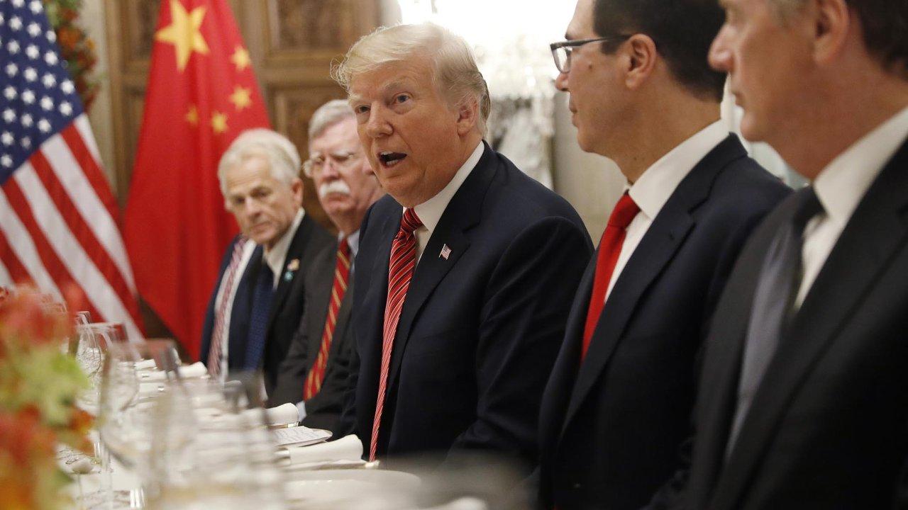USA aČína se nasummitu skupiny 20 klíčových zemí světa (G20) dohodly, že jejich obchodní válka, která drží vnapětí celý svět, na90 dnů ustane.