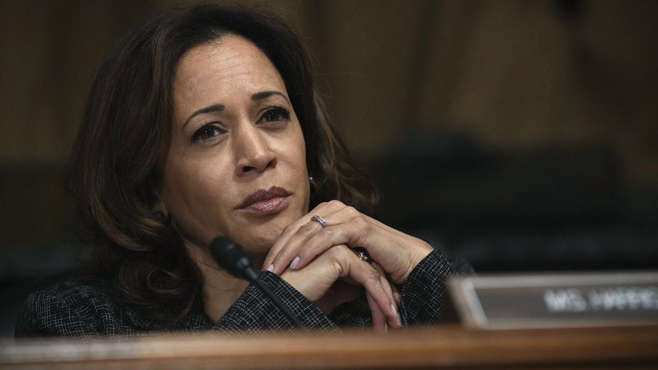 Čtyřiapadesátiletá Kamala Harrisová je senátorkou od roku 2017. Předtím pracovala jako kalifornská generální prokurátorka.
