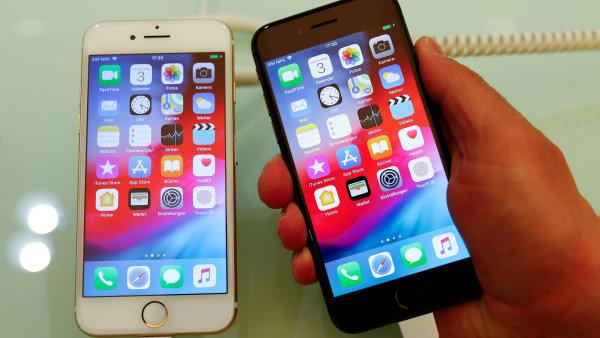 Nejvíce chytrých telefonů loni na celém světě prodal Samsung a Apple. Třetí nejprodávanější Huawei zvýšil prodej o 35 procent