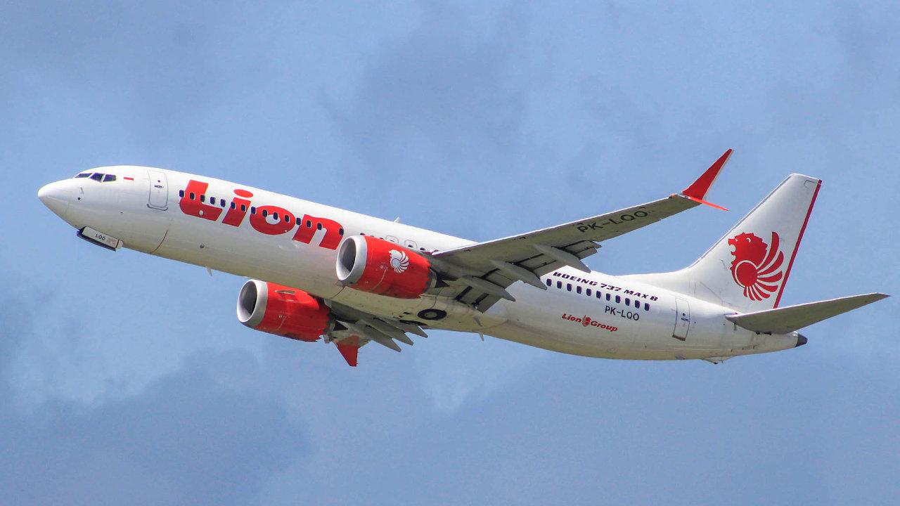 Boeing 737 Max 8 společnosti Lion Air, který se loni 29. října zřítil vIndonésii se 189 lidmi napalubě, měl totožný problém už oden dříve. Nefunkční systém řízení letu.