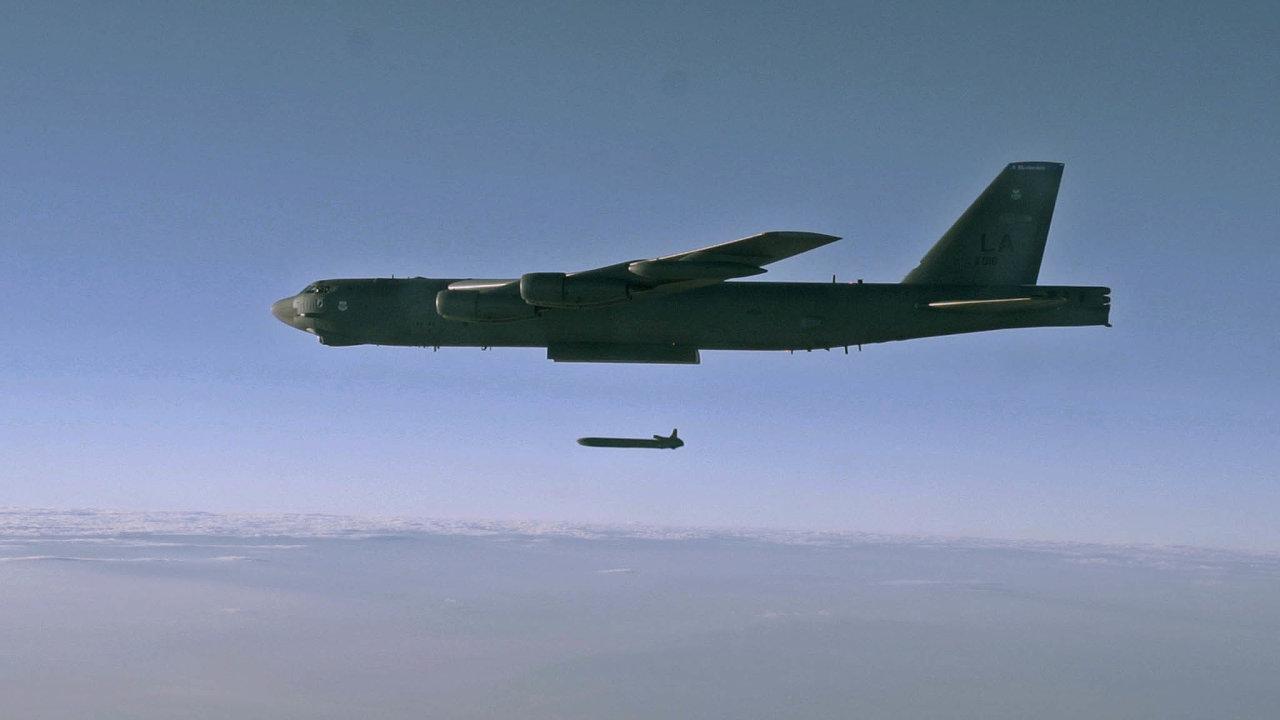 Mezinárodní agentura pro atomovou energii dohlíží i na dodržování smlouvy o nešíření jaderných zbraní. Ty mohou nést například americké bombardéry B-52H Stratofortress.