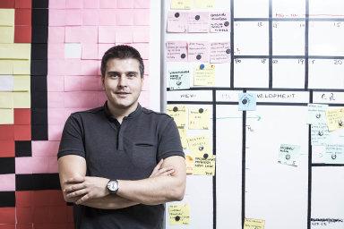 Koronavirová krize urychlila přechod k on-line nákupům. Češi navíc nejčastěji z celé Evropy nakupují rovnou z mobilu, říká CEO přední české vývojářské společnosti Shopsys Lukáš Havlásek.