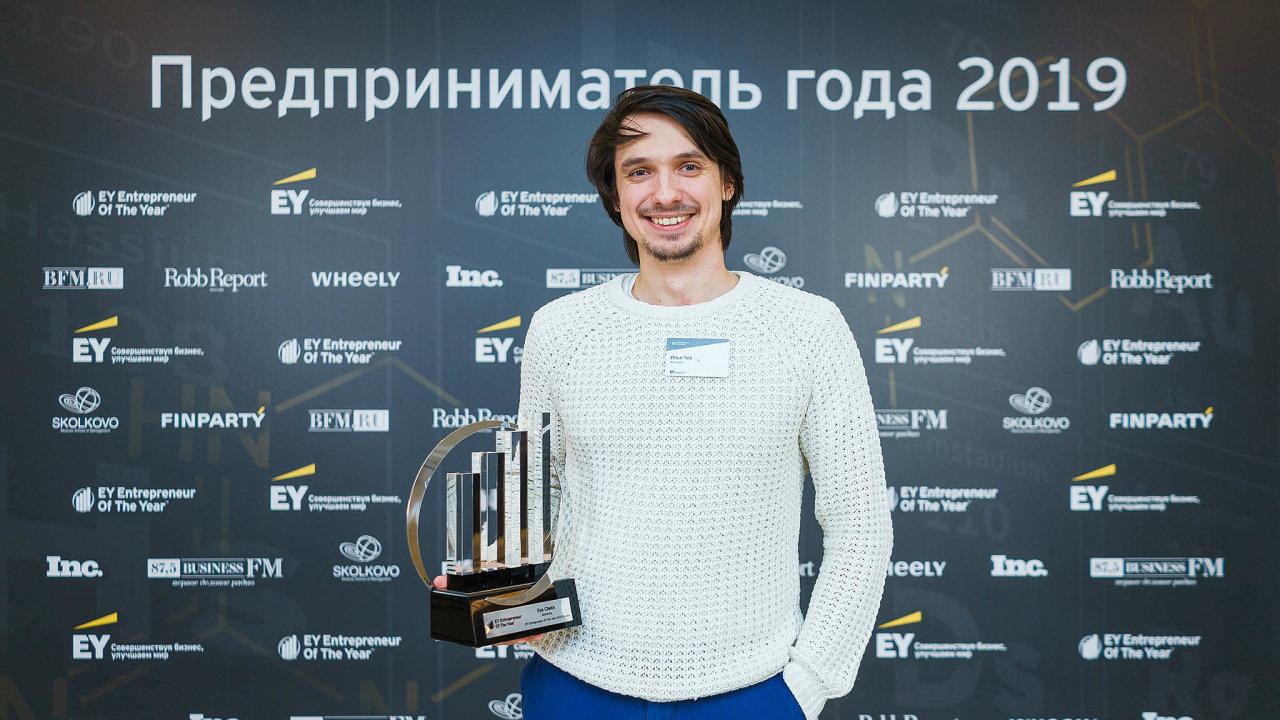 Ruský podnikatel Ilja Čech založil firmu Motorica, která vyrábí chytré protézy rukou.