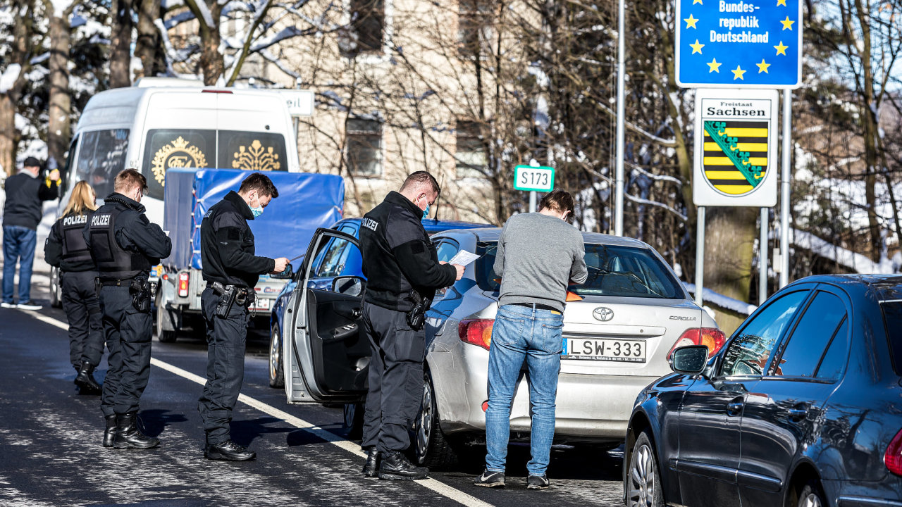 Německo zavedlo opět kontroly na hranicích a vstup do země je povolen jen s aktuálním negativním testem na koronavirus.  Na snímku je hraniční přechod Petrovice v Ústeckém kraji.