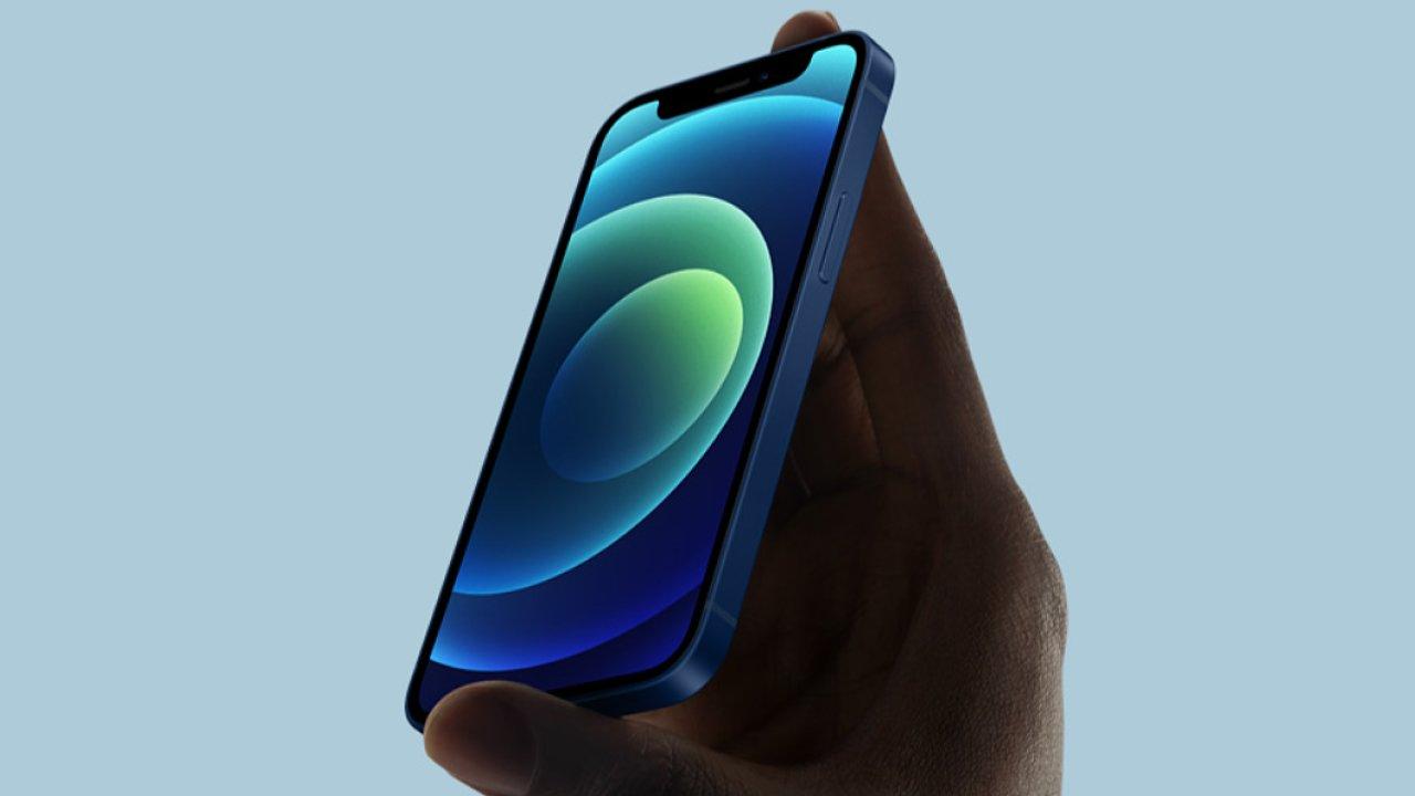 iPhone 12 mini se snadno ovládá jednou rukou