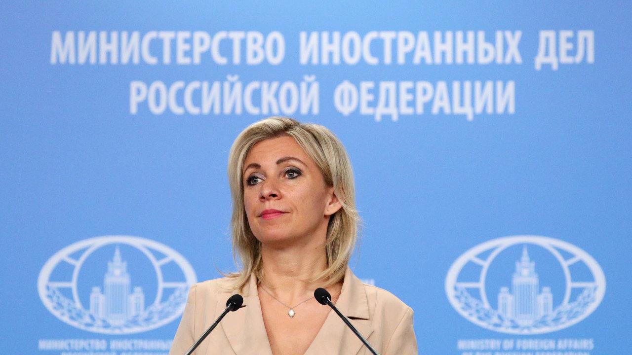Mluvčí ruského ministerstva zahraničí Marija Zacharovová si občas sfakty hlavu nedělá.