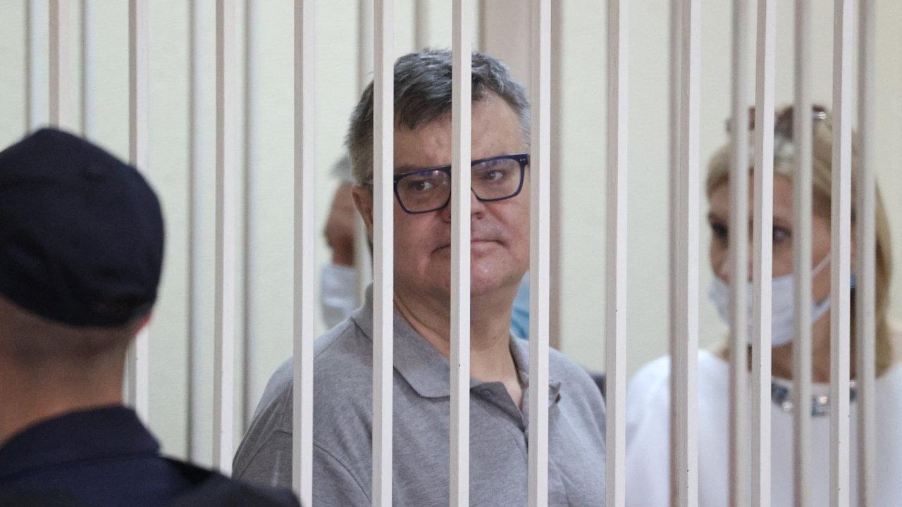 Proces s Viktarem Babarykem je prvním z řady soudů s běloruskými opozičníky uvězněnými v souvislosti s loňskými zmanipulovanými prezidentskými volbami.