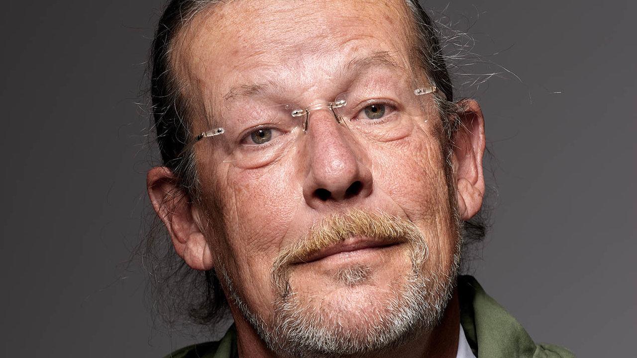 Myslím, že většina znás prožívala za pandemie, Hlavu XXII odJosepha Hellera, říká Evžen Lev Hart.