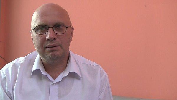 Koment�tor Jan Mach��ek