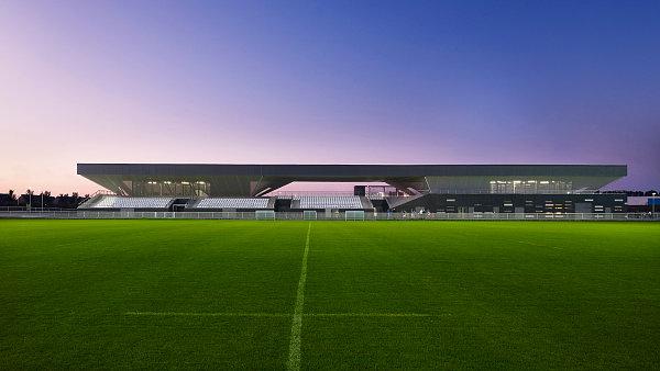 Na stadionu ve francouzském městečku Grande Synthe si můžete zahrát fotbal, zastřílet z luku nebo se projet na cyklo dráze.