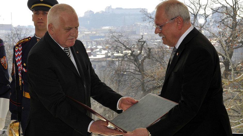 Václav Klaus a Ivan Gašparovič při předání nejvyšších státních vyznamenání