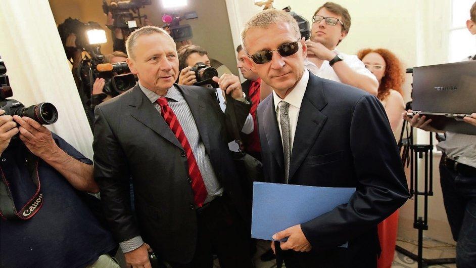 Roman Janoušek (vpravo) se svým advokátem Vítem Širokým.