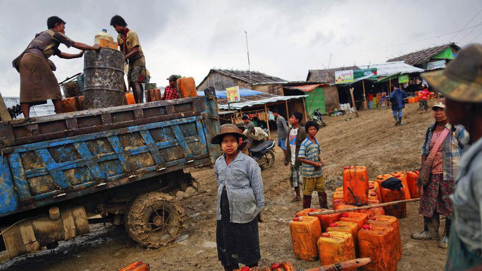 Amatérská těžba ropy, Minhla, Barma