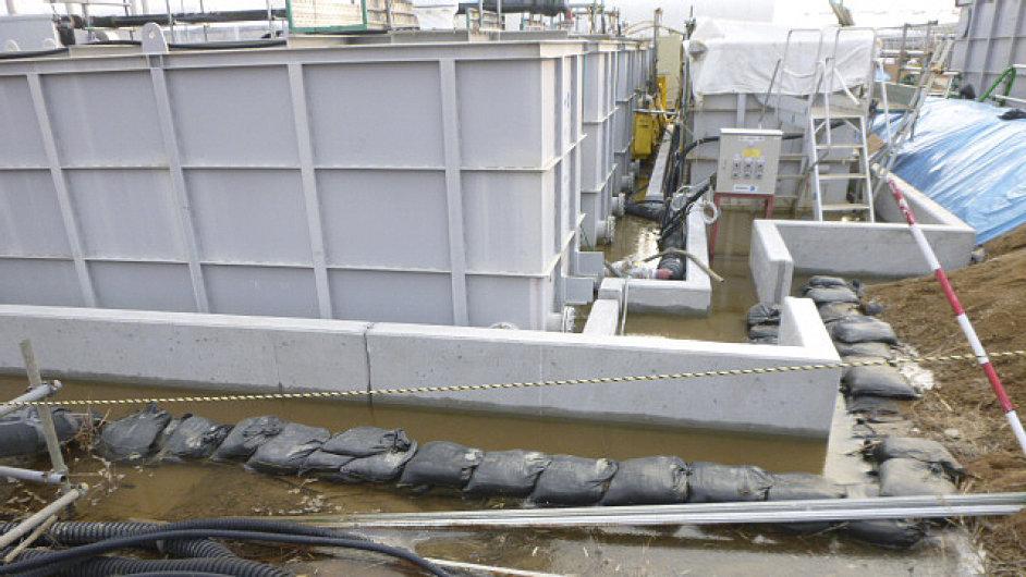 Z elektrárny Fukušima uniklo 100 tun vysoce radioaktivní vody.