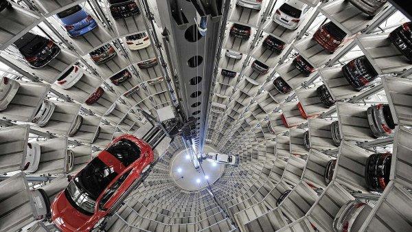 Sklad automobilů VW ve Wolfsburgu.