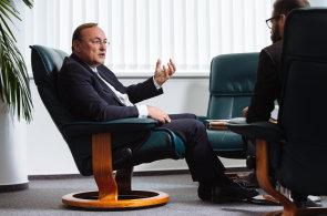 Průmysl 4.0: Nechceme sádrové trpaslíky, potřebujeme lidi s přesahem znalostí, říká šéf Siemensu