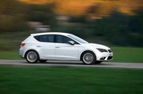 Auta velikosti VW Golf s turbomotory přibývají. Nejlevnější stojí pod 300 tisíc