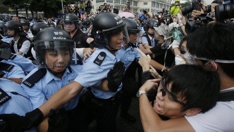 Během demonstrace v Hongkongu bylo zraněno nejméně 18 lidí