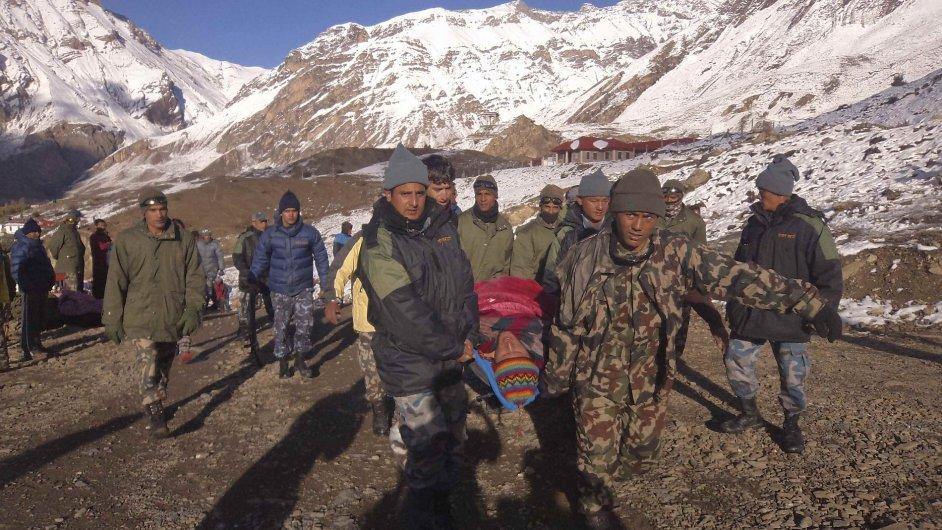 Záchrana horolezců v okolí Annapurny