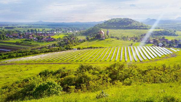 Cenově dostupné baterie od Tesly v budoucnu mohou řešit hlavní problém výroby zelené elektřiny: nemožnost jejího skladování - Ilustrační foto.