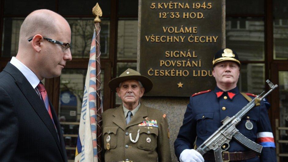 Za účasti premiéra Bohuslava Sobotky byla v budově Českého rozhlasu odhalena pamětní deska.